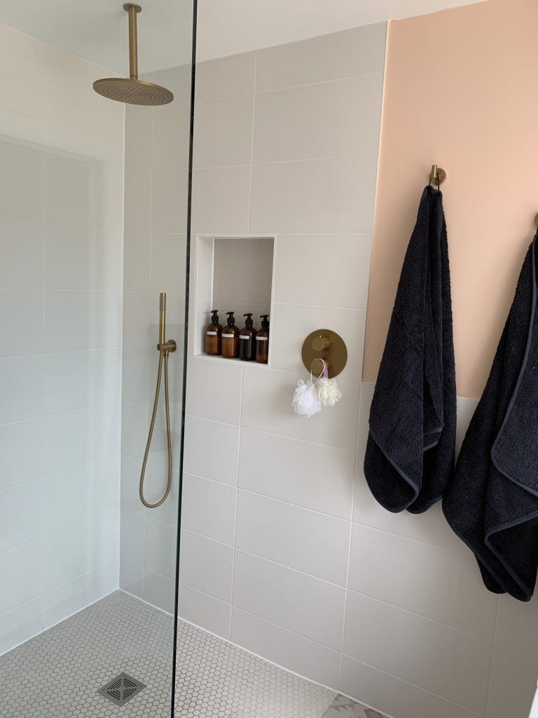House at Willow End - Lusso Shower